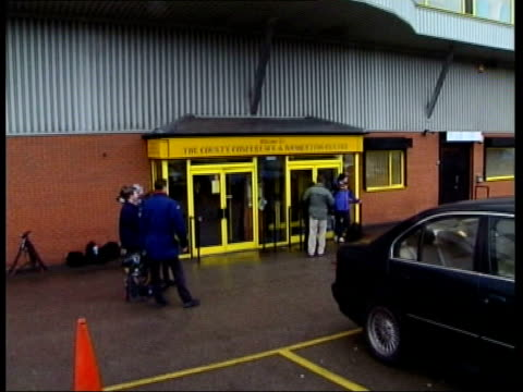 phoenix league rejected/restructuring itn nottingham meadow lane entrance to ground of notts county fc where football league meeting was taking place... - カレン ブラディ点の映像素材/bロール