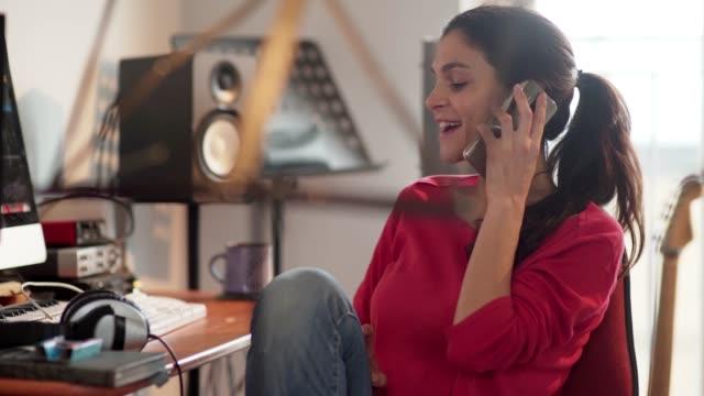 Phone call music woman