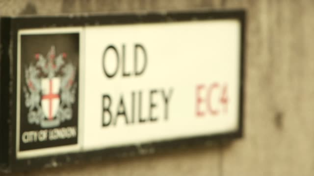 cps to stop criminal investigations t20021403 / 2022014 road sign old bailey - オールドベイリー点の映像素材/bロール