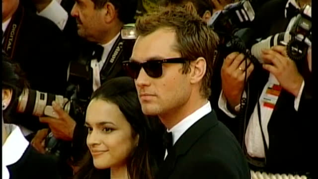 alleged illegal payments to police 1652007 / r16050708 france cannes ext jude law photocall with norah jones at 'my blueberry nights' film premiere - 盗聴点の映像素材/bロール