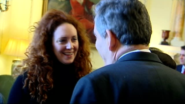 rebekah brooks and husband arrested r08030803 832008 10 downing street brooks chatting with then prime minister gordon brown at downing street... - レベッカ ブルックス点の映像素材/bロール