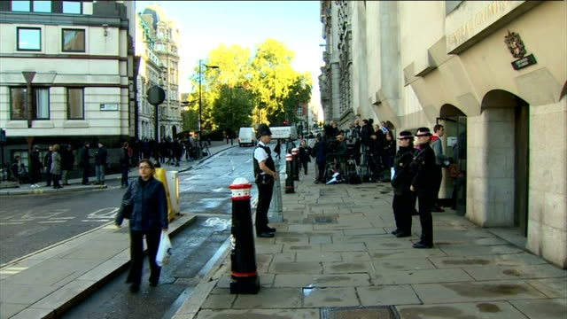 phone hacking trial begins: arrivals; england: london: old bailey: ext court arrivals - first camera: police officers and press outside court/... - shirt and tie stock videos & royalty-free footage
