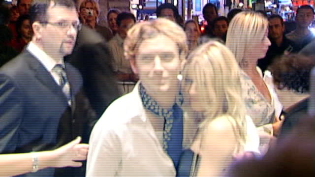 ex journalist dan evans pleads guilty to phone hacking 272005 / r02070522 regent street photography** jude law arriving with sienna miller at cafe... - cafe royal stock videos and b-roll footage