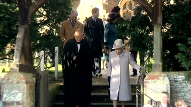 jury given instructions lib / norfolk sandringham queen elizabeth ii prince charles and camilla duchess of cornwall departing church after christmas... - anweisungen konzepte stock-videos und b-roll-filmmaterial