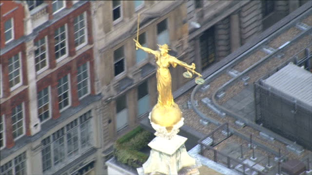 new allegations that phone of kate middleton was hacked r30101303 of old bailey including gold lady justice statue atop old bailey - justice concept stock videos & royalty-free footage