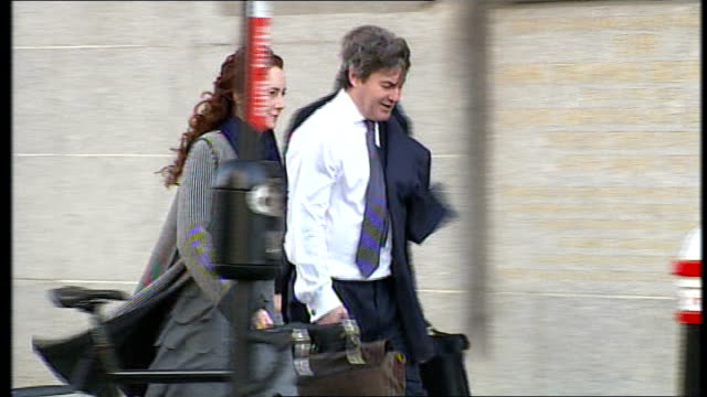 rebekah brooks gives second day of evidence england london old bailey ext various shots of rebekah brooks and husband charlie brooks arriving at court - レベッカ ブルックス点の映像素材/bロール