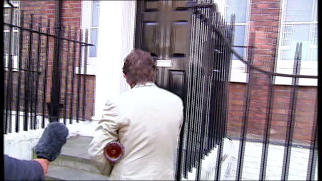 rebekah brooks profile people arriiving at brook's london home jeremy clarkson standing on doorstep and being let in to brook's home not answering... - jeremy clarkson stock videos & royalty-free footage