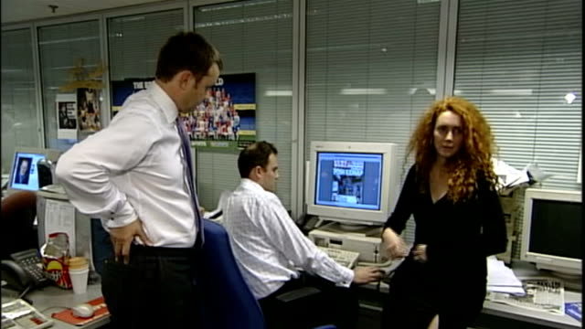rebekah brooks profile r03110201 / london int various shots andy coulson and rebekah wade around desk looking at computer terminal showing front page... - andy coulson stock videos & royalty-free footage