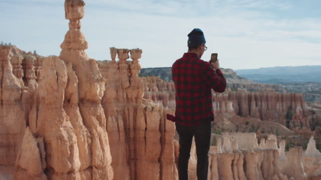 4K UHD: Phone Photographer in Bryce Canyon