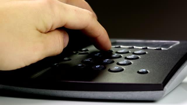 vídeos de stock e filmes b-roll de de telefone - telefone sem fio