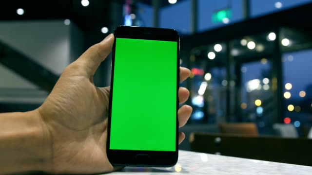 Telefon mit green-Screen in der hand