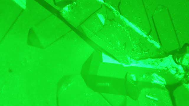 vídeos y material grabado en eventos de stock de crecimiento de cristales de fosfato de monoamonio - vista microscópica - potasio