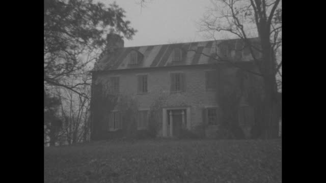 stockvideo's en b-roll-footage met wallis simpson / cu warfield coat of arms / vs ext hayfields manor house near baltimore where simpson was maybe going to live / cu elizabeth i... - maryland staat