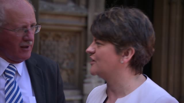 photocall in westminster; england: london: westminster: ext close shot of big ben clock tower and lamppost / arlene foster mla , nigel dodds mp and... - democratic unionist party 個影片檔及 b 捲影像