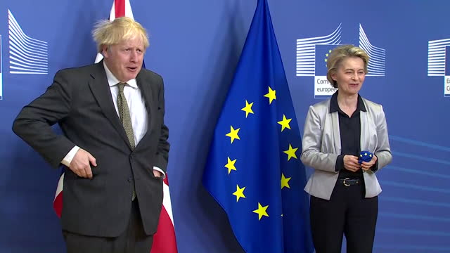 photocall with boris johnson, uk pm and ursula von der leyen, president of european commission, after trade deal talks in brussels, face masks get... - talking politics stock videos & royalty-free footage