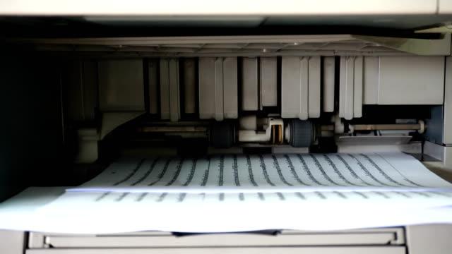 vídeos de stock e filmes b-roll de photocopier digital - eco