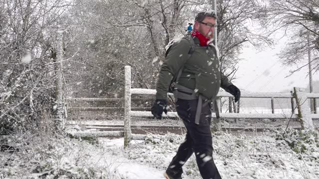 photographer brave blizzard-like conditions on january 24, 2021 in potters bar, united kingdom. parts of the country saw snow and icy conditions as... - backpacker stock videos & royalty-free footage