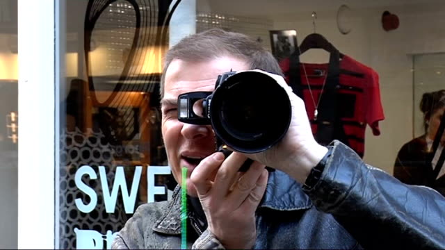 Photographer encourages public to kiss in Carnaby Street Gregg Stone photographing kissing couple