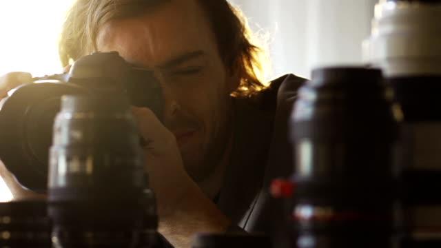 フォトグラファーの pr - カメラ点の映像素材/bロール