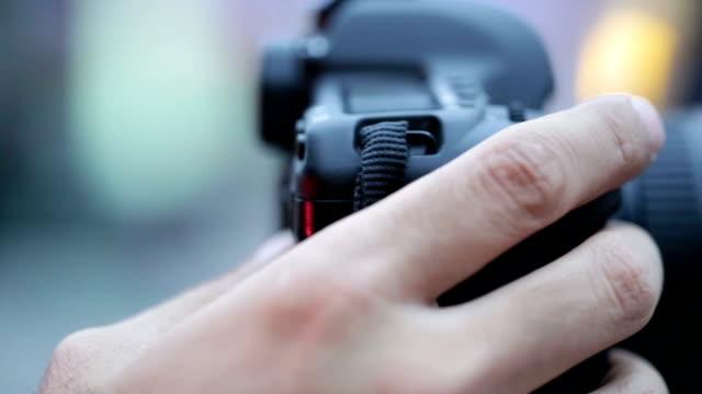 vídeos de stock e filmes b-roll de fotógrafo - fotógrafo