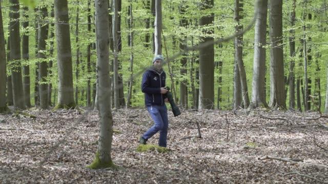 写真家の森を歩く