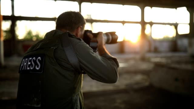 vidéos et rushes de photographe sans frontières au travail - photographe