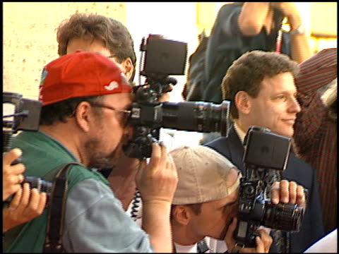 photographers at the 'a walk in the clouds' premiere at the los angeles county museum of art in los angeles, california on august 8, 1995. - ロサンゼルスカウンティ美術館点の映像素材/bロール