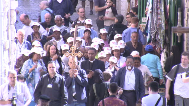 stockvideo's en b-roll-footage met photographers take pictures of religious pilgrims as they walk in procession. available in hd - bedevaart