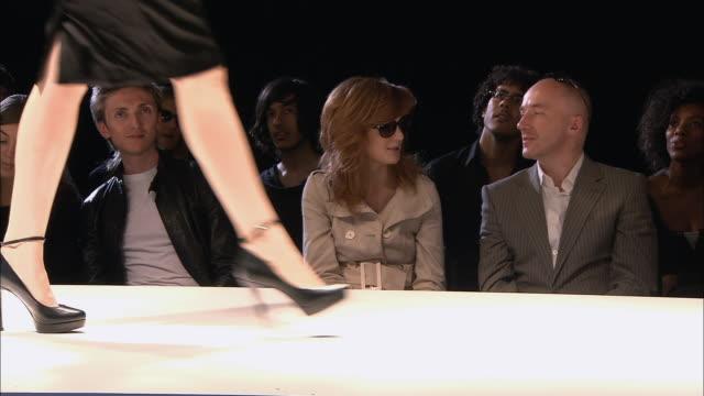 ms pan photographers taking pictures as model walks on catwalk at fashion show/ london, england - この撮影のクリップをもっと見る 1064点の映像素材/bロール