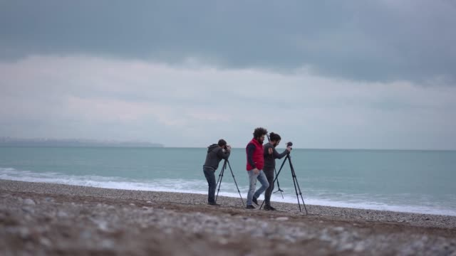 photographers taking pictures on the beach - ozgurdonmaz stock videos and b-roll footage