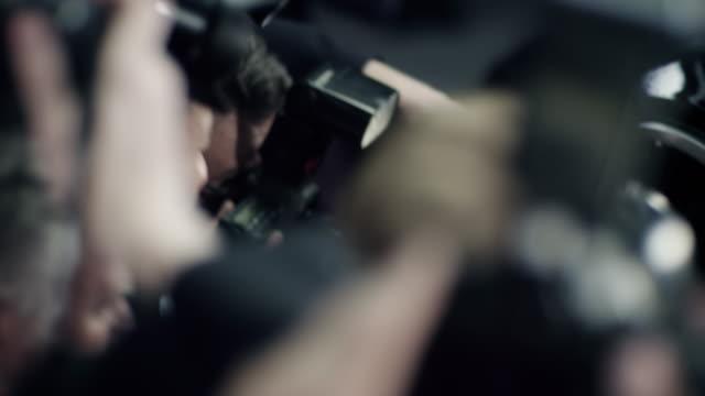 vídeos y material grabado en eventos de stock de photographers - gesticular