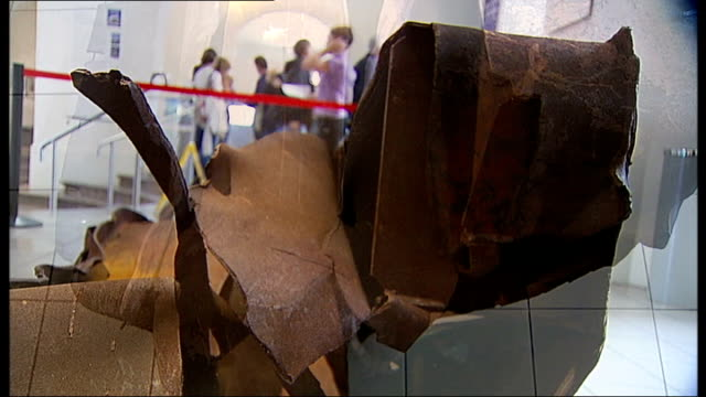 stockvideo's en b-roll-footage met photographic exhibition in london to mark 10th anniversary of 9/11 attacks england london imperial war museum int part of the twisted steel skeleton... - imperial war museum museum
