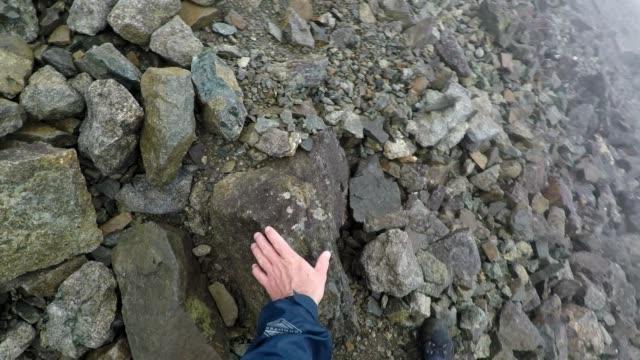 photographing a rocky mountain landscape in rainy weather, walking down a scree slope, scotland - hebriderna bildbanksvideor och videomaterial från bakom kulisserna