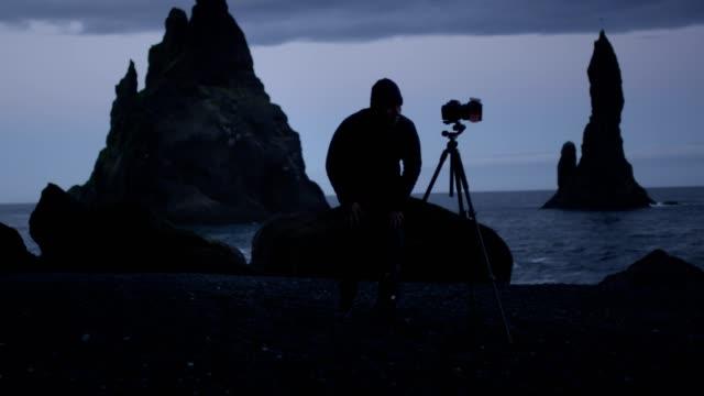photographing black beach at dawn - fotografo video stock e b–roll