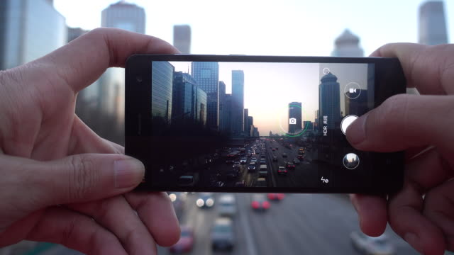 photographing city using mobile phone