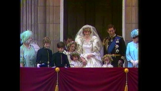 photographs of prince charles and lady diana wedding to be auctioned; s11010702 29.7.1981 england: london: buckingham palace: ext princess diana and... - kissing stock videos & royalty-free footage