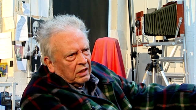 photography: david bailey interview on charity project for help for heroes; david bailey interview sot - [on summing people up by looking] the moment... - she's funny that way点の映像素材/bロール