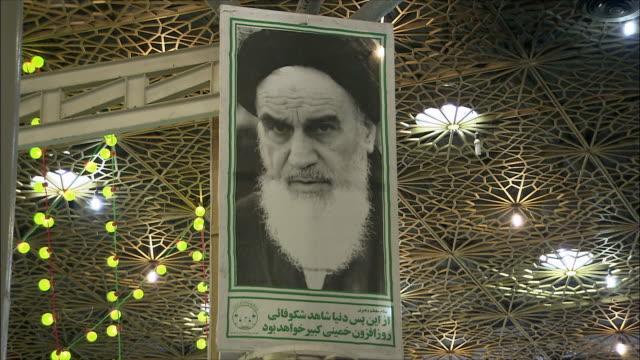 cu photography of ahmad khomeini at mausoleum of ayatollah khomeini, tehran, iran - teheran stock-videos und b-roll-filmmaterial
