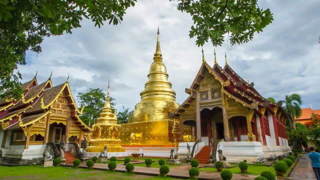 t/l phrasingh buddhist temple in chiang mai thailand (zoom shot) - chiang mai province stock videos & royalty-free footage
