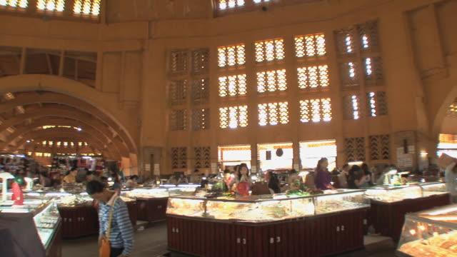 ws pan phsar thom thmei market interior, phnom penh, cambodia - cambodia stock videos & royalty-free footage
