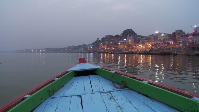 vidéos et rushes de phuja ceremony ghat from boat - tourisme