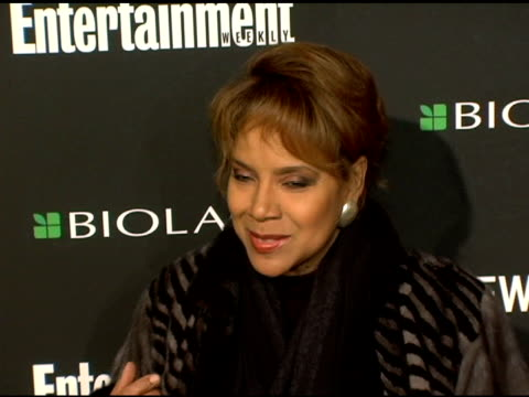 stockvideo's en b-roll-footage met phylicia rashad at the entertainment weekly's viewing party for 2006 academy awards at elaine's in new york, new york on march 5, 2006. - entertainment weekly