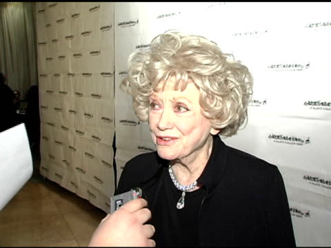 phyllis diller at the a place called home 11th annual gala for the children at the beverly hilton in beverly hills, california on october 28, 2004. - フィリス ディラー点の映像素材/bロール