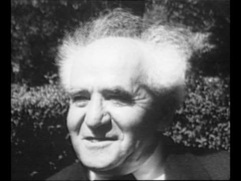 physicist albert einstein and wife elsa wave from inside train as it passes / montage einstein with visiting israeli statesman david ben-gurion at... - アルバート・アインシュタイン点の映像素材/bロール