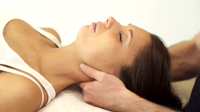 physiotherapy for the neck - menschlicher hals stock-videos und b-roll-filmmaterial