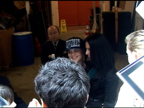 vidéos et rushes de pia toscano signs autographs for fans as she departs 'live with regis and kelly' in new york 04/11/11 - autographe