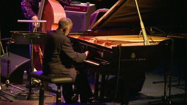 vídeos y material grabado en eventos de stock de pianist ahmad jamal is one of the last survivors of his generation of american jazz greats that includes miles davis and stan getz paris france - stan getz