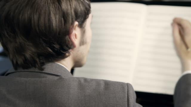 vídeos de stock, filmes e b-roll de pianista composição de músicas - arte, cultura e espetáculo