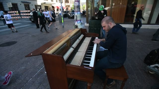 vídeos de stock, filmes e b-roll de a pianist performs queen and linkin park songs on a public street corner in austin texas us on march 14 2017 shots several similar shots all around... - linkin park