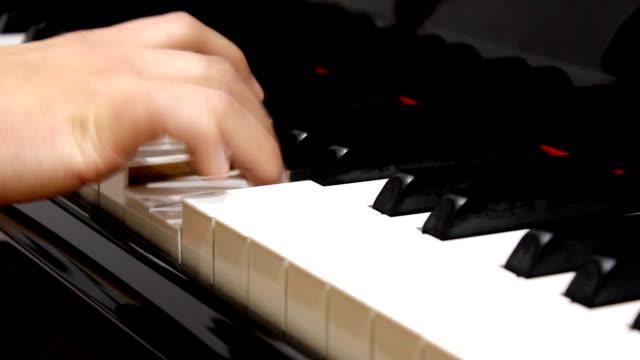 piano player (hd) - människofinger bildbanksvideor och videomaterial från bakom kulisserna